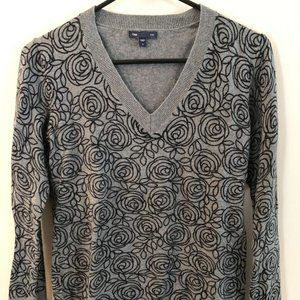 Gap Gray and Black Floral V-Neck Sweater size S